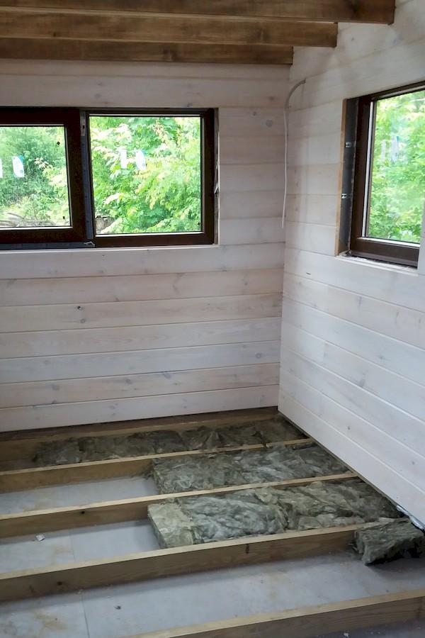 Isolation du Plancher de la Tiny House avec de la Laine de Roche de 8cm d'épaisseur