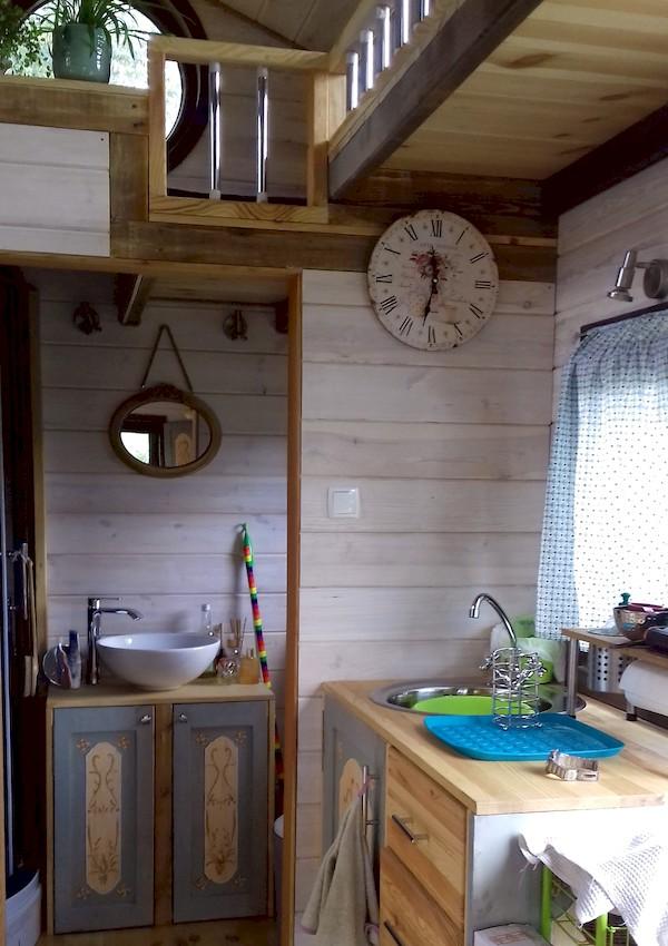 La TinyHouse de Brigitte : Cuisine et Salle de Bain