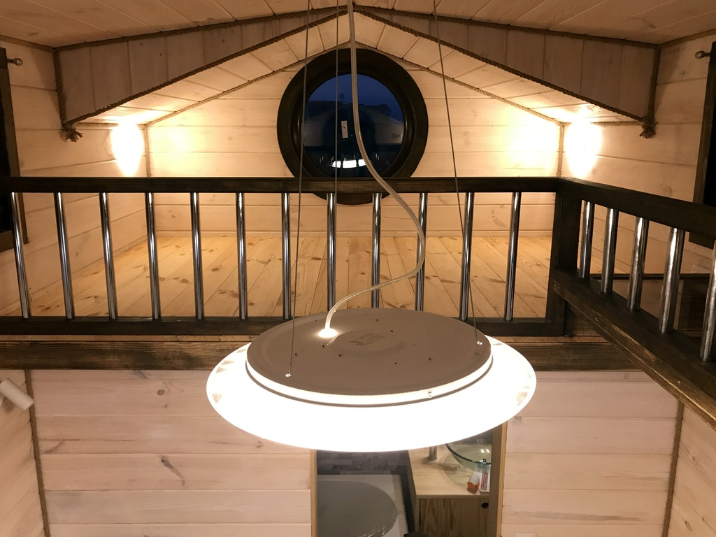 EuroTinyHouse-Victoria-Mezzanine-SDB-Passerelle-en-Verre